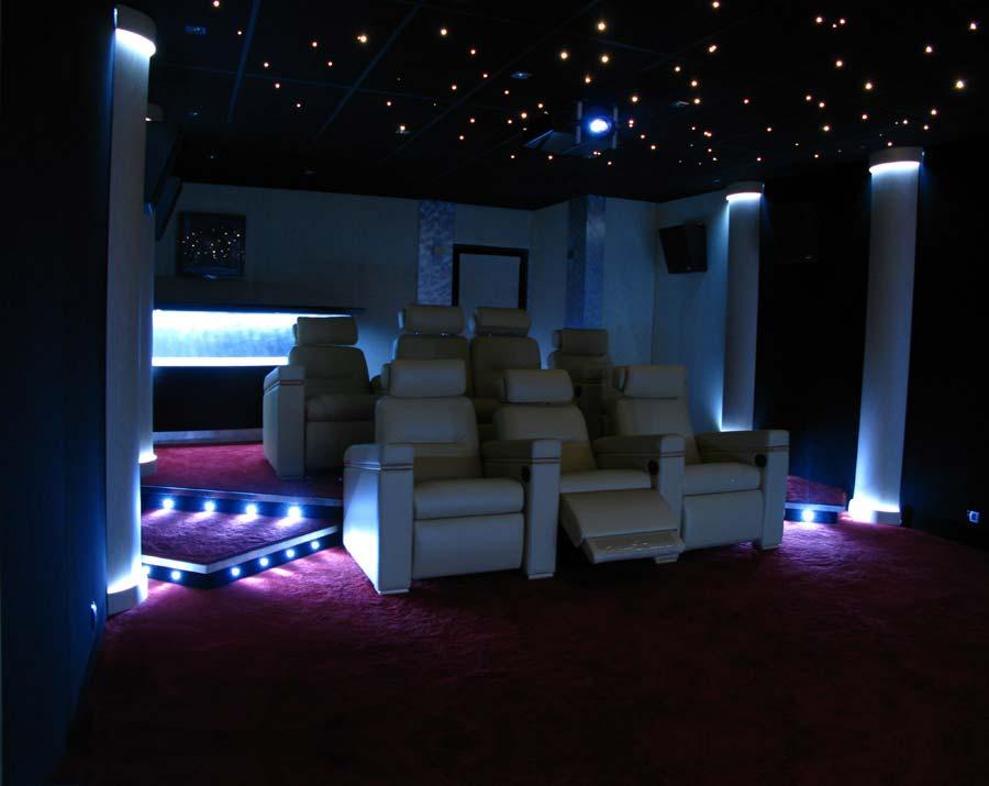 Salle de cinéma avec gestion des lumières